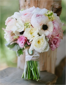 pink-and-white-wedding-bouquet-28