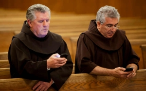priests-texting