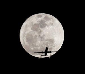 shooting-the-moon